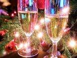 Sylwestrowe pozdrowienia i noworoczne najlepsze życzenia przesyłamy...