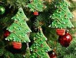 Tam gdzie pierwszej gwiazdki blask I Mikołaj zaszczyci nas Tam jest prawdziwie magiczny czas. Tam gdzie święta rodzinne są I tam gdzie prezentów moc Tam jest prawdziwie magiczny czas....