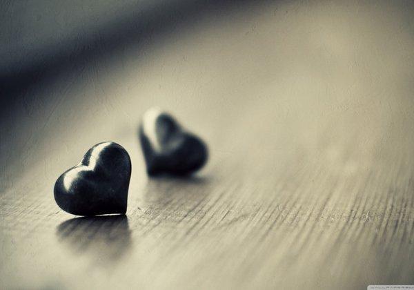 two_black_hearts-wallpaper-2560x1600.jpg